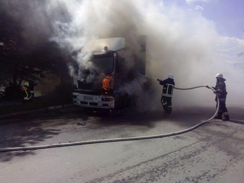 Рятувальники ліквідували пожежу вантажного автомобіля