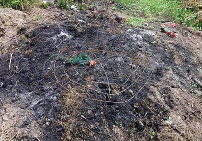 Жінка спалювала вінки, акаркаси здавала на металобрухт