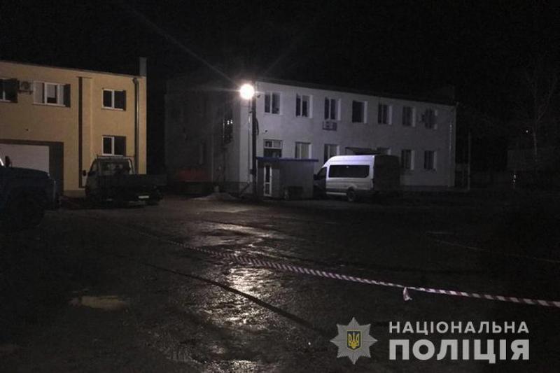 Тіло чоловіка виявили з 27-ма ножовими ударами виявили на автостоянці в Дунаївцях