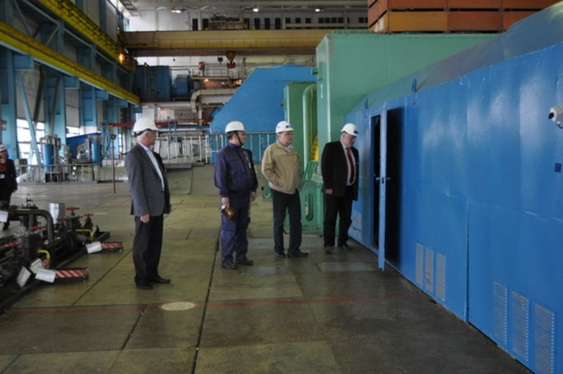 Делегація побувала в машзалі та на блочному щиті управління першого енергоблока.