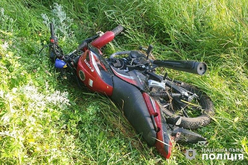 На Хмельниччині мотоцикліст зїхав у кювет та перекинувся