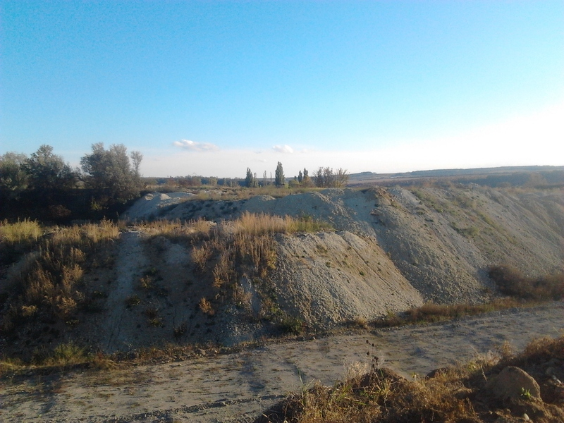 Кар'єр площею понад 10 гектарів