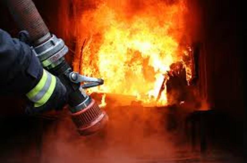 Вогонь встиг знищити покриття, пошкодити перекриття, речі домашнього вжитку