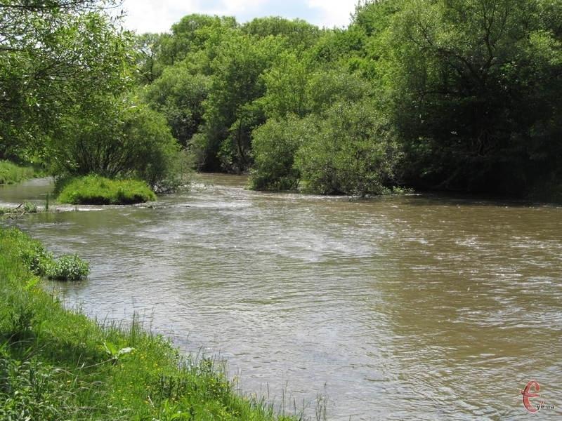 Із річки Смотрич дістали тіло чоловіка