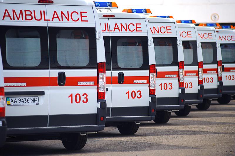 Після того, як МАЗ в'їхав у будівлю лабараторії, троє людей були госпіталізовані до лікарні