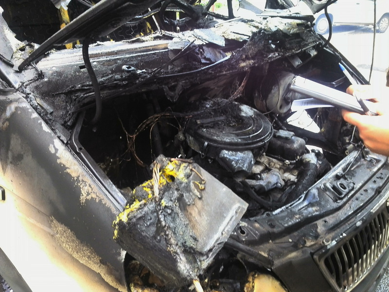 За попередніми даними, автомобіль загорівся через коротке замкнення електромережі.