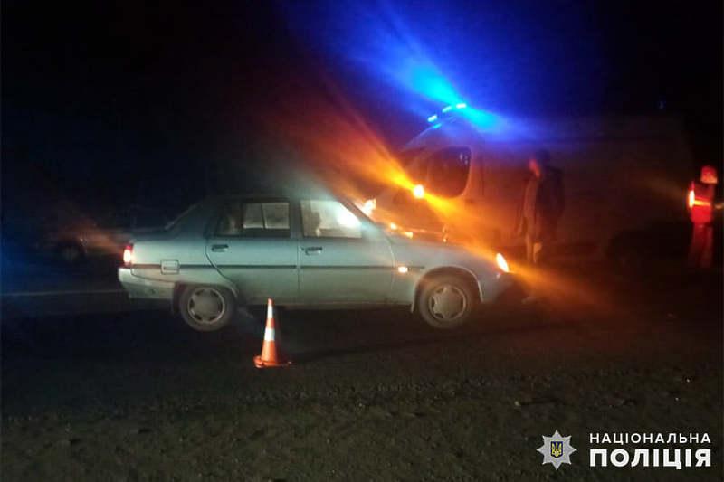 У Красилівському районі поліцейські встановлюють обставини ДТП, у якій загинула 64-річна пенсіонерка