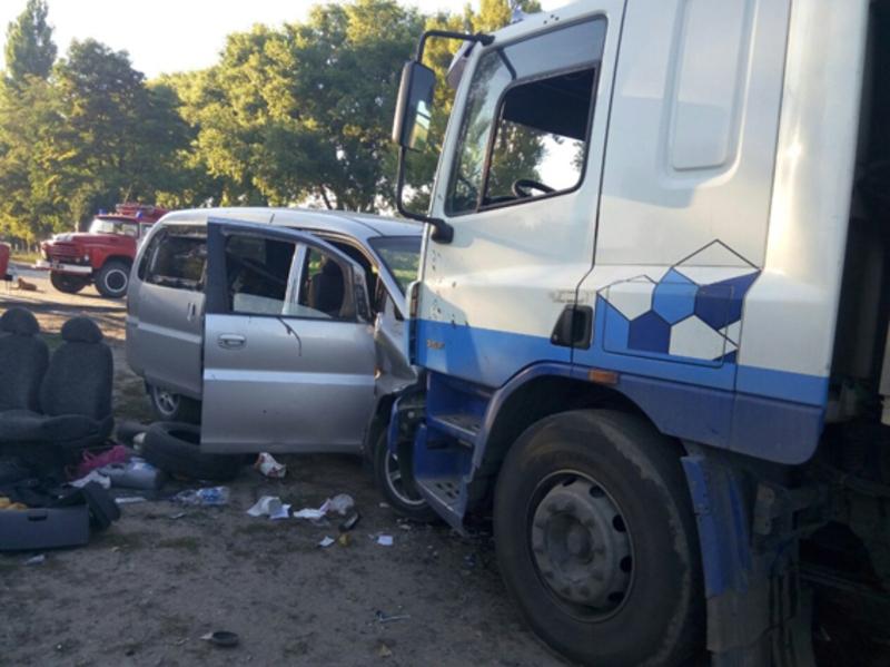 Водій мікроавтобуса загинув на місці