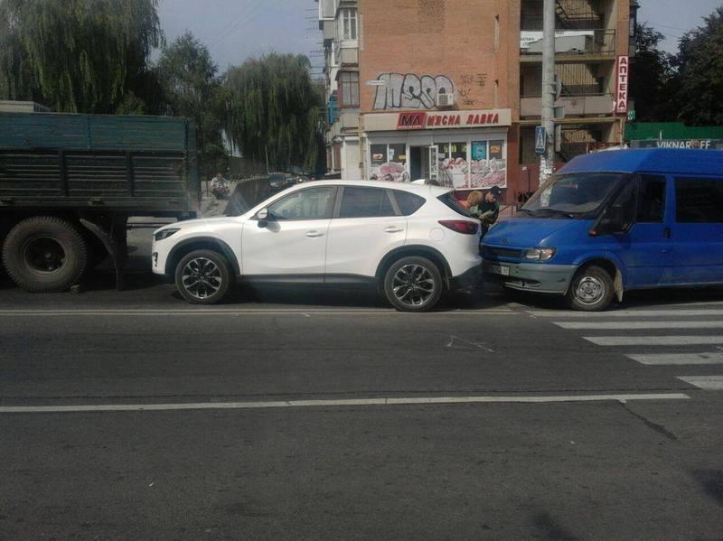 В аварію потрапило три авто
