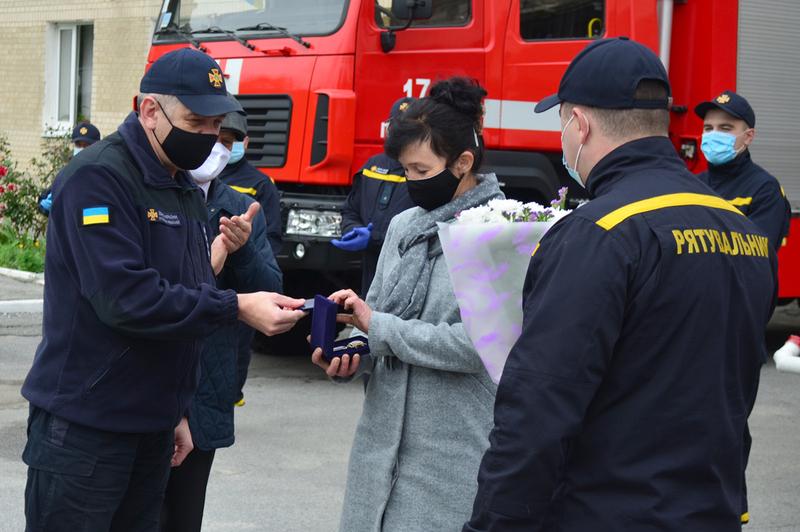 Рятувальники подякували жінці, завдяки якій було врятовано двох дітей