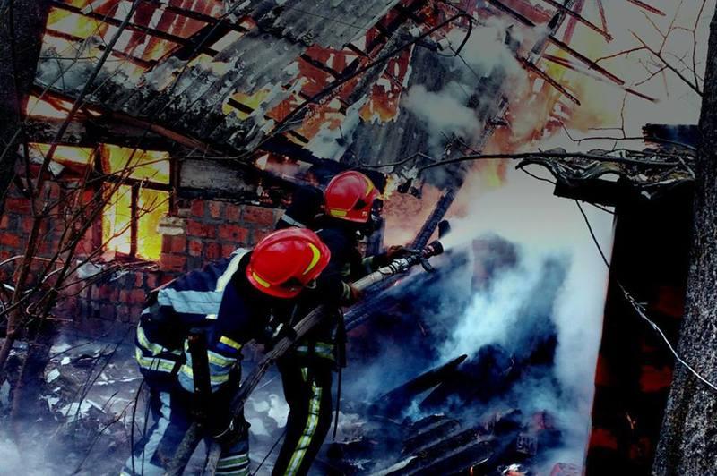 Під час здійснення розвідки та ліквідації пожежі вогнеборці виявили тіло 60-річного  чоловіка без ознак життя