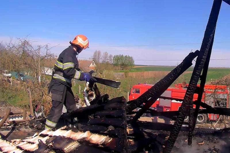 На Славутчині вогнеборці ліквідували масштабну пожежу приватного домоволодіння