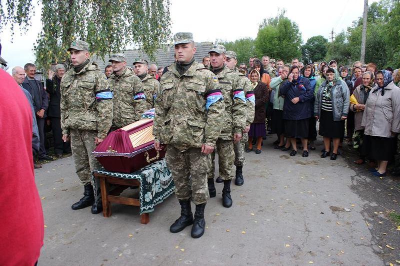 Юрія Ковальчука прийшли провести в останню дорогу військові товариші