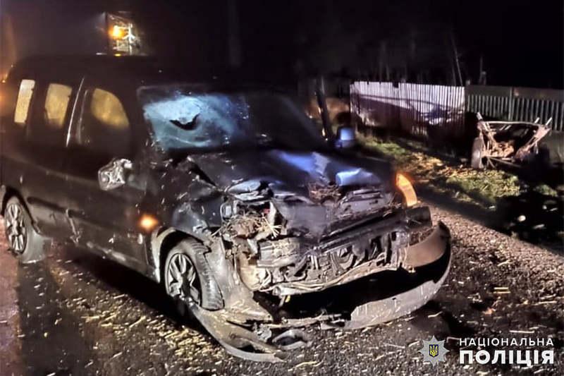 На Хмельниччині автівка зіткнулася із возом — двоє осіб травмувались