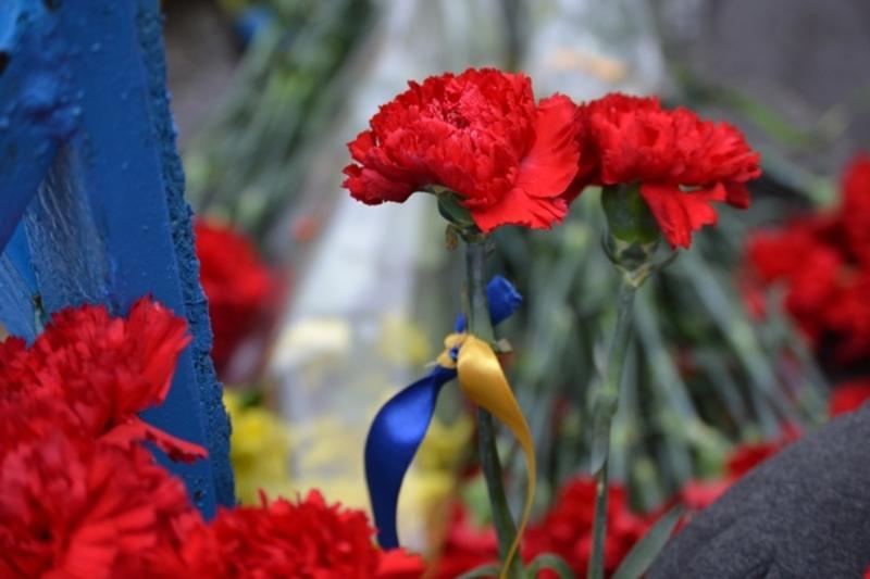 Квіти та вінки покладуть на Військовому кладовищі