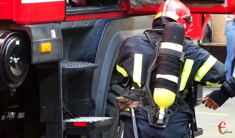 Впродовж доби рятувальники лікідували 5 пожеж на території області