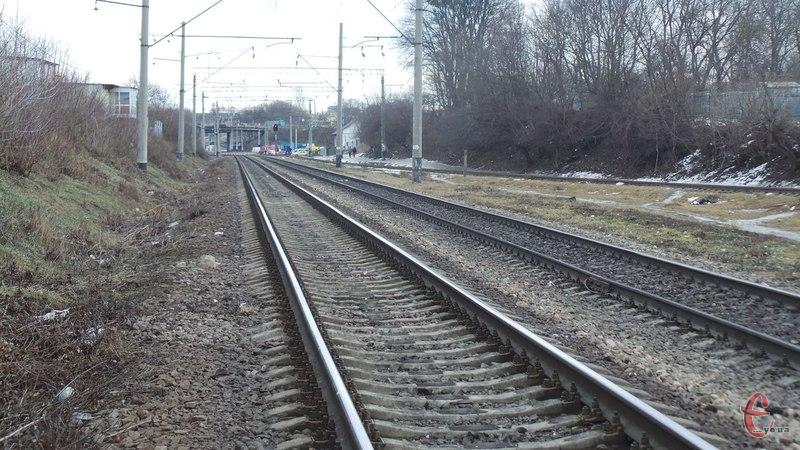 Під потяг потрапила жінка