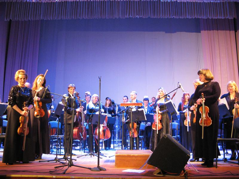 Музиканти оркестру перевтіляться в естрадно-симфонічний колектив