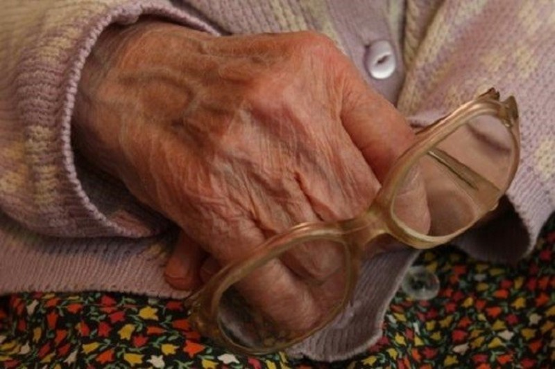 Грабіжник увірвався посеред ночі в домівку старенької, викравши 20 гривень