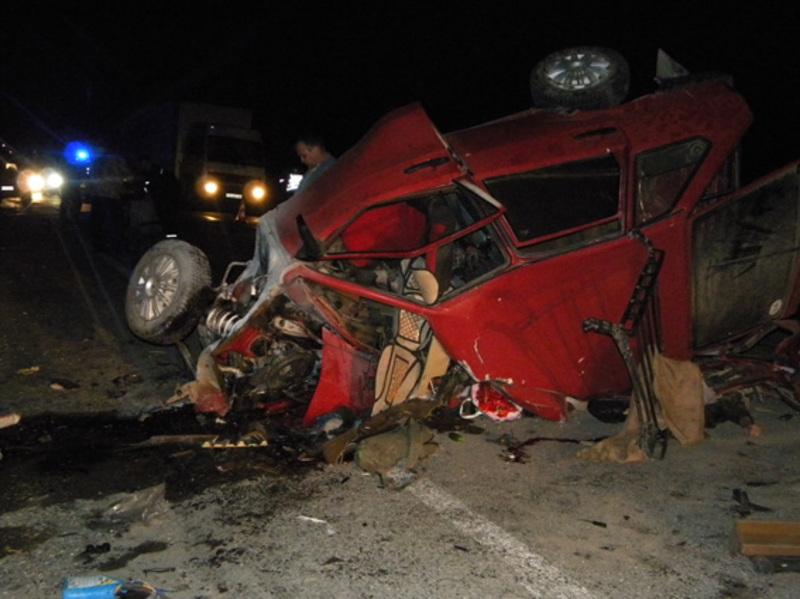 Внаслідок зіткнення 19-річний водій та два пасажири «ВАЗ 2109» загинули на місці ДТП