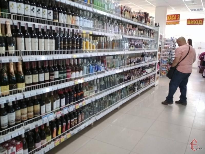 У Хмельницькому є 597 торгівельних точок, де продають алкоголь та тютюн