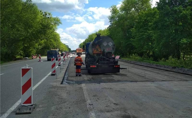 На Хмельниччині ремонтують трасу у напрямку Вінниці