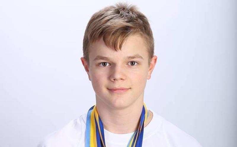 Юний спортсмен займається плаванням 7 років
