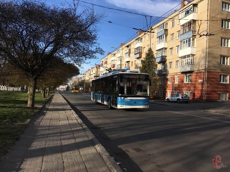 Тролейбуси змінять рух