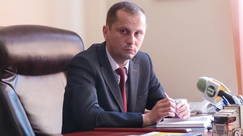 Віталій Дзюба, інформацію про те, що працює на двох керівних посадах одночасно, підтвердив