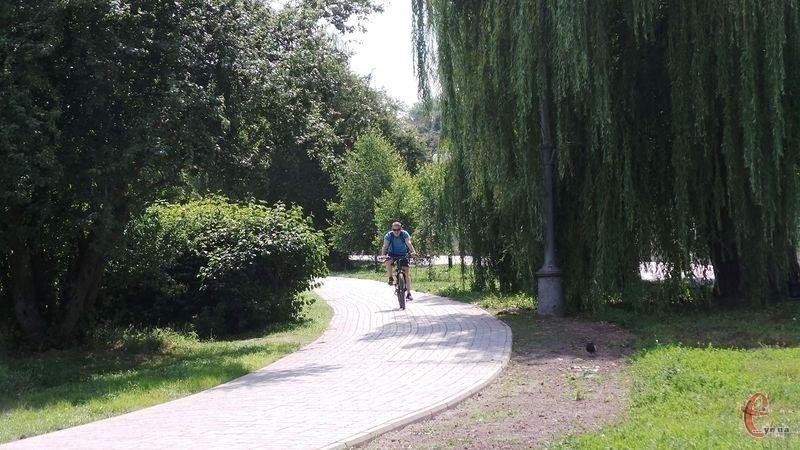 Велодоріжку на набережній збудували два роки тому