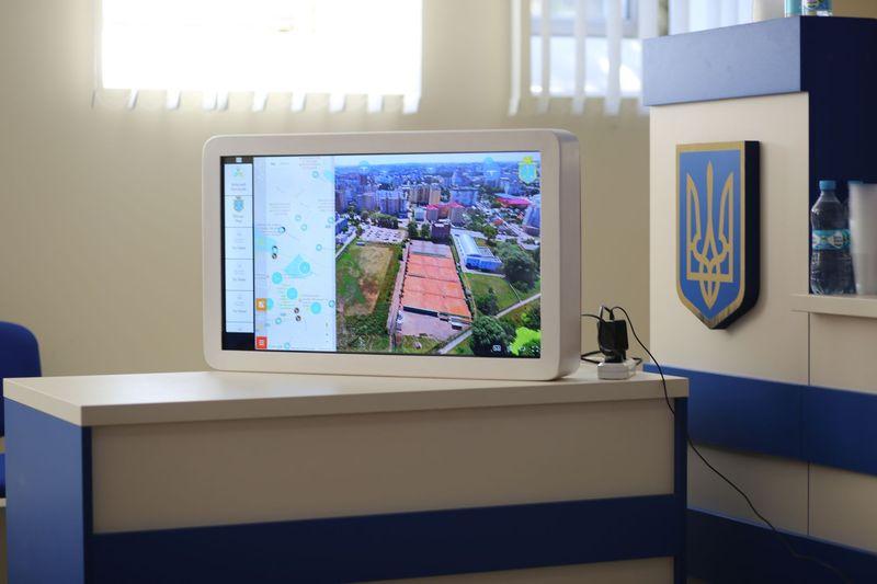 Проект-переможець - сенсорні монітори із історією міста та його споруд, що мають з'явитись у найпопулярніших культурних закладах Хмельницького