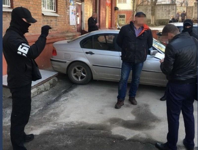 У Хмельницькому затримала на хабарі двох високопосадовців обласного управління Держпраці