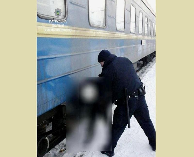З-під потяга дівчину витягнув патрульний