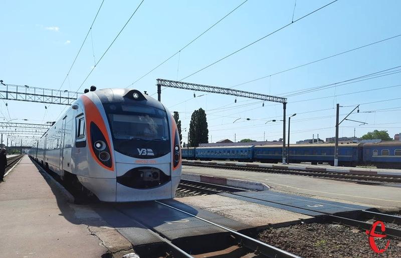 Цей потяг курсуватиме до 10-11 вересня
