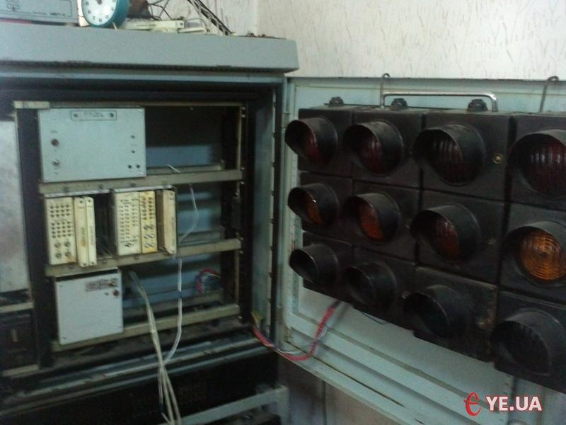 Тридцятирічний контролер світлофорного об'єкту.