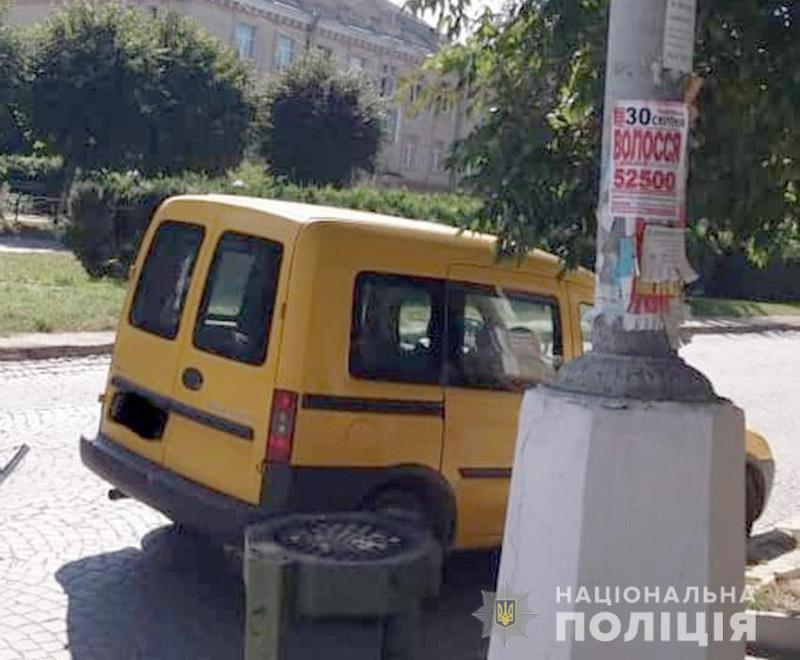 У Кам'янці-Подільському поліцейські з'ясовують обставини ДТП, у якій травмувалась 71-річна пенсіонерка