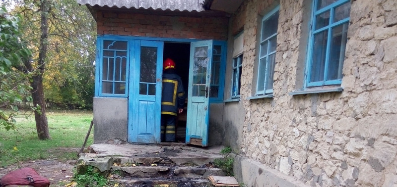 На пожежі  у Дунаєвецькому районі  чоловік отримав опіки рук