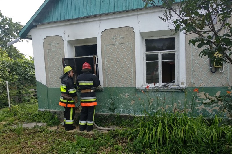 Під час ліквідації пожежі житлового будинку вогнеборці виявили тіло 56-річного чоловіка без ознак життя