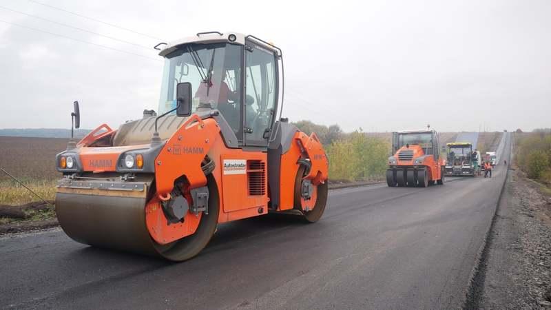 Наприклад, урядовці затвердили поточний середній ремонт автодороги на під'їзді до аеропорту «Хмельницький»