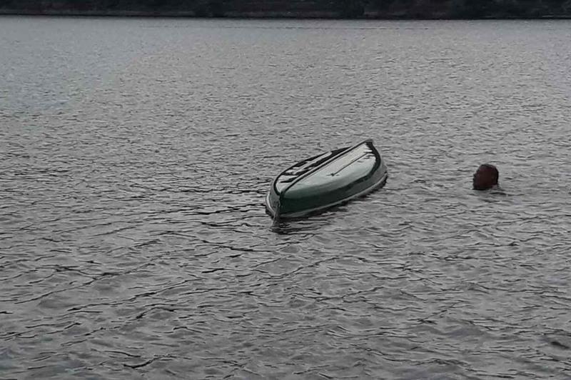 54-річний чоловік плив річкою на байдарці, яка через сильні пориви вітру перекинулась