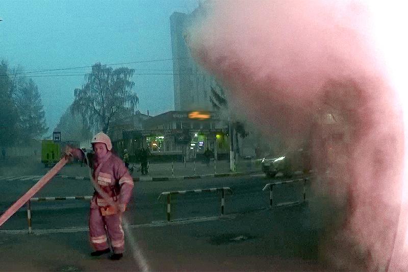 У Волочиську вогнеборці ліквідували пожежу в продуктовому кіоску