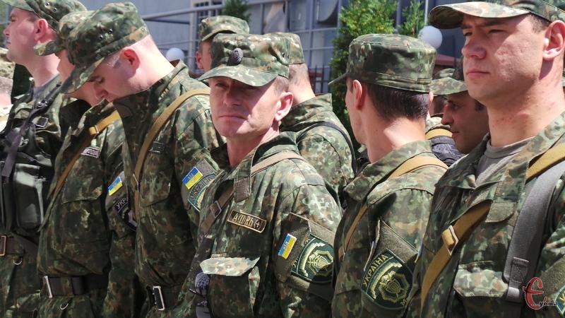 Правоохоронці замінять своїх колег на Сході України