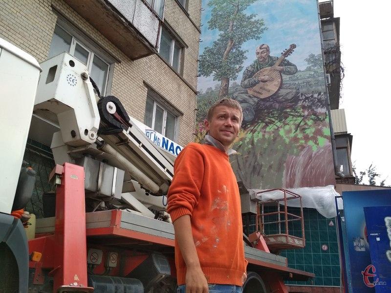 Художник Андрій Томчишен працював над муралом 10 днів.