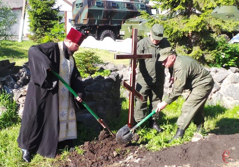 На території військової частини заклали наріжний камінь будівництва каплиці