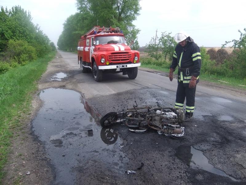 Рятувальники ліквідували пожежу скутера