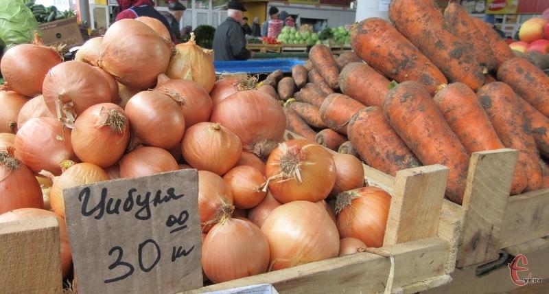 Середня ціна цибулі на хмельницькому продовольчому ринку 30 гривень