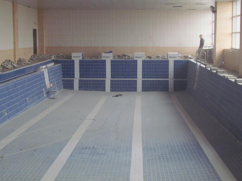У Шепетівці розпочалися роботи із відновлення басейну