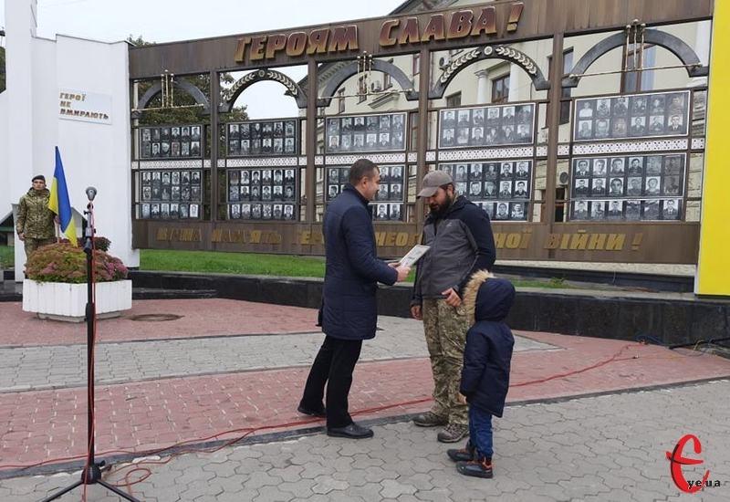 У День захисників і захисниць в Хмельницькому привітали військових