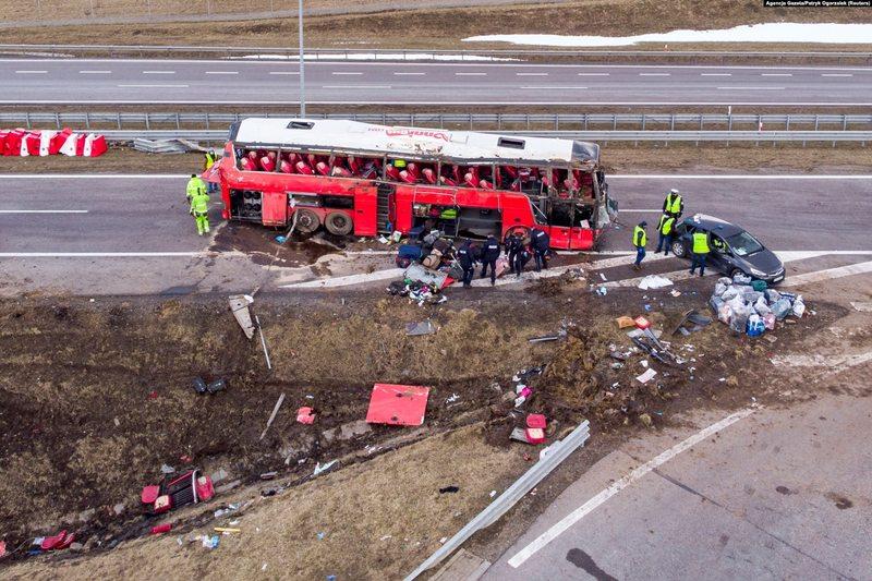 Автобус зазнав аварії неподалік Перемишля пізно ввечері 5 березня, майже опівночі