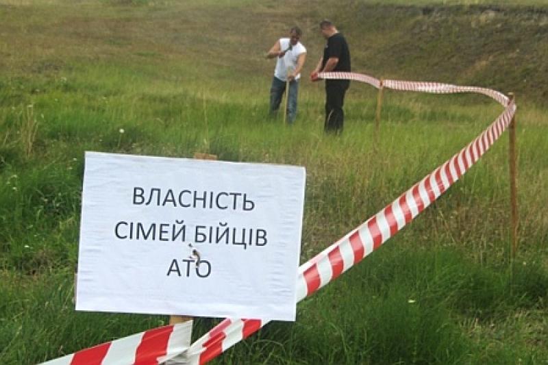 За словами Сергія Лабазюка, проект гарантує пільги на отримання земельних ділянок учасникам бойових дій, Революції Гідності та їх сім'ям.